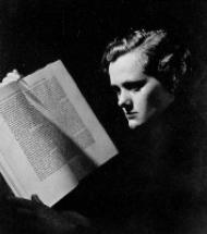 From Best Seller to Best Picture: Daphne du Maurier's <em>Rebecca</em> through The British Newspaper Archives