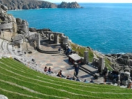 Minack Theatre's first ever film screening - Hitchcock's <em>Jamaica Inn</em>